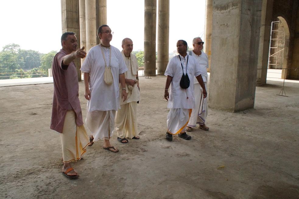 Bhima and Hridaya Chaitanya Prabhus visit TOVP